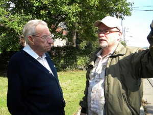 Kraig McNutt gives a personal tour to living son Harold Becker (age 92) in 2009. Harold's father fought at Franklin.